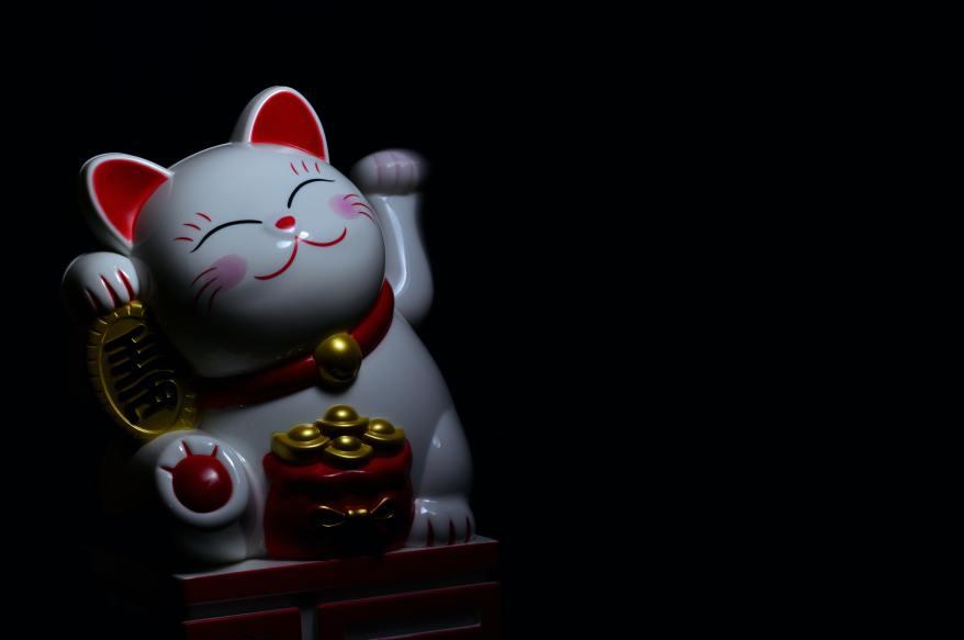 photo-of-maneki-neko-figurine-932263